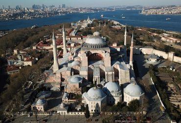 يونسكو: لجنة التراث العالمي قد تراجع وضع متحف آيا صوفيا إذا تم تحويله إلى مسجد
