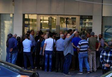 كيف يسحب المودعون العرب واللبنانيون ودائعهم من البنوك اللبنانية؟