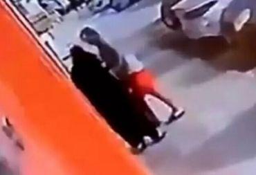 واقعة تحرش بامرأة في جدة تفجر غضباً في السعودية