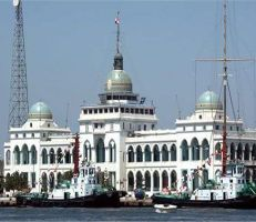 رئيس هيئة قناة السويس منع عبور  السفن المحملة بالنفط إلى سورية شائعة
