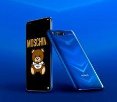 """""""هونر"""" تطلق إصدارين من أحدث هواتفها المتطورة بالتعاون مع """"موسكينو"""""""