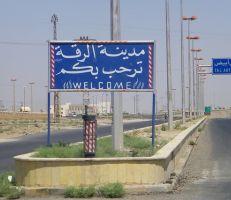 ثلاثة انفجارات عنيفة هزت مدينة الرقة وناشطون ينشرون الأعلام السورية في أحياء عدة بالمدينة