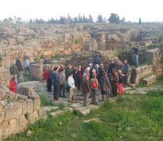 وفد سياحي أجنبي يزور قلعة صلاح و أوغاريت باللاذقية
