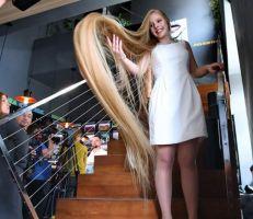 تطمح لأن تدخل موسوعة غينيس  لن تصدق طول شعر هذه الشابة الأوكرانية