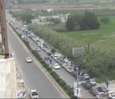 أهالي اللاذقية يعانون أزمة فقدان البنزين بانتظار صهاريج الفرج (فيديو)