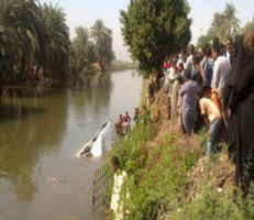 """مأساة إنسانية إثر انقلاب """"سيارة الزفاف"""" في مصر"""