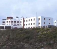 تعطيل مشفى السبَّة: تجهيزات بمئات الملايين عرضة للتلف ومصير مجهول ينتظر مرضى المنطقة (فيديو)