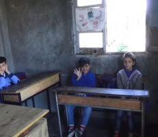 مدرسة الستانية بريف اللاذقية .. عندما تتحول المدرسة مرتعاً للفوضى والذل (فيديو)