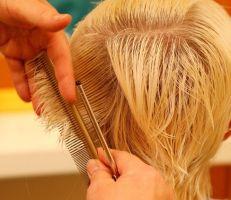دراسة: مصففو الشعر يصابون بتلف الجلد بسبب الصبغات