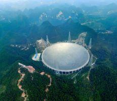 """الصين تشغل """"عين السماء"""" للبحث عن حياة في الفضاء الخارجي"""