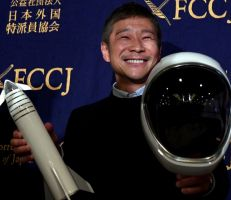 هذا الملياردير الياباني يبحث عن حبيبة لاصطحابها في رحلة حول القمر