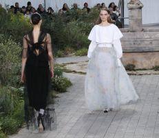 دار شانيل للأزياء: عرض مستوحى من ماضي المؤسِسة في دار الأيتام (صور)