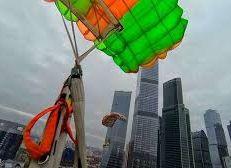 """""""شركة روسية""""تطلق مظلة للنجاة من حرائق ناطحات السحاب"""