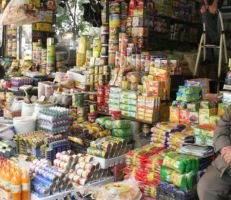 """""""ليس من اختصاصها"""" محافظ حمص يمنع دوريات الجمارك من دخول الأسواق"""