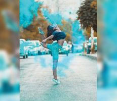 يارا خضير: راقصة باليه سورية غردت مع العصافير