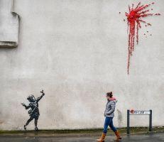 هدية بانكسي لمدينته بريستول: لوحة جديدة لفنان الشوارع الغامض بمناسبة عيد الحب