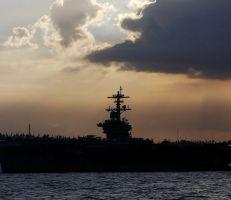 """القبطان يحذر: """"البحارة الأمريكيون سيموتون ما لم يتم إخلاء حاملة الطائرات المصابة بالفيروس التاجي"""""""