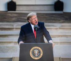 """ترامب يدعي أن إيران أو حلفاؤها يخططون لـ """"هجوم مفاجئ"""" ويحذر من """"الثمن الباهظ"""""""