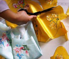 مصممة أزياء صينية تصنع كمامات من الحرير قابلة لإعادة الاستخدام