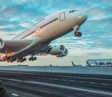 الإمارات تخفف من قيود السفر
