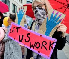 عاملات الجنس في برلين يتظاهرن بسبب استمرار إغلاق بيوت الدعارة