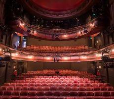 بوريس جونسون يتعهد بتقديم 1.5 مليار جنيه إسترليني للحفاظ على قطاع الفنون في المملكة المتحدة
