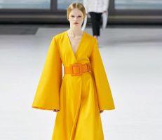 الأصفر يكتسح منصات عروض الأزياء العالمية لـ2020