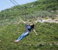 """مشروع """"zip line"""" إعادة إحياء السياحة في القدموس بجهود أهلية"""