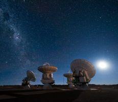 انبعاث إشارات راديوية من الفضاء السحيق إلى الأرض كل 157 يوما أمر يحير العلماء..