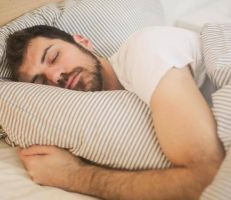 10 طرق مدعومة علمياً للنوم سريعاً