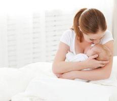 أمريكية تجني 20 ألف دولار من بيع حليب ثديها للأطفال الرضع