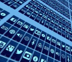 الهند تحظر 43 تطبيقاً للهواتف الذكية في إطار حملة على الصين