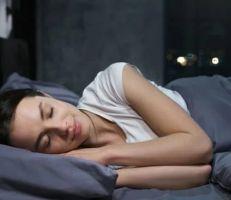 دراسة: النوم العميق يخلص الدماغ من النفايات السامة