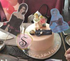 سيدة تحتفل بطلاقها في أحد مطاعم دمشق