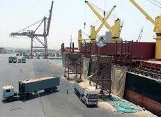 """""""مصر"""" توقف 3 سفن متجهة إلى السعودية"""
