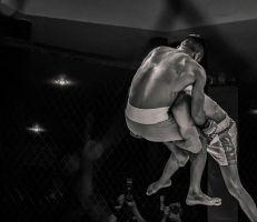 ملاكم نيجيري من الوزن الثقيل يقضي على خصمه خلال 15 ثانية