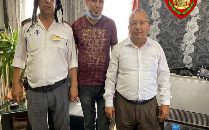 سائق تكسي بالتعاون مع أحد عناصر فرع مرور دمشق يعيدان مبلغ مالي لأحد المواطنين