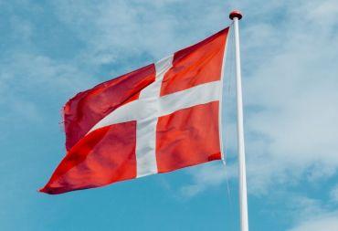 الدنمارك تلغي إقامات جميع السوريين لديها