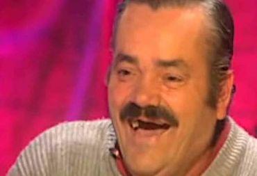 أضحك الملايين عبر العالم ومات في ظروف مأساوية.. وفاة صاحب الضحكة العجيبة