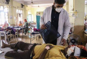 اقتلاع أعين المرضى للنجاة من العفن الأسود في الهند