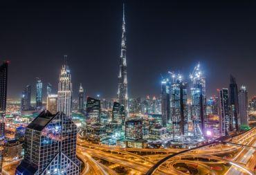 الإقامة الذهبية في الإمارات تأشيرة إقامة طويلة الأمد.. خطوة إيجابية أم سلبية؟