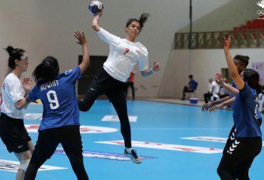 في البطولة الاسيوية الثامنة عشر لكرة يد السيدات.. منتخبنا تجاوز الكويت.. واليوم يلاقي صاحبات الأرض
