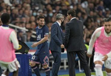 في باريس سان جيرمان ميسي ... يرفض مصافحة بوكيتينو مدرب الفريق