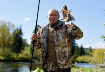 بوتين يختتم العزل الذاتي برحلة لصيد السمك في سيبيريا(صور)