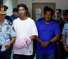 رونالدينيو خلف القضبان في باراغوي بسبب جواز سفر مزيف