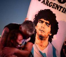 """""""لم يمت بل قتلوه""""الأرجنتينيون يطلبون العدالة لمارادونا"""