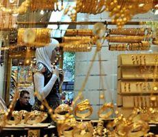 سوق الذهب.. أسعار وهمية وتمنع عن بيع الأونصات والليرات الذهبية