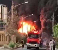 اندلاع حريق هائل في مصنع للكيماويات بمدينة قم الإيرانية (فيديو)