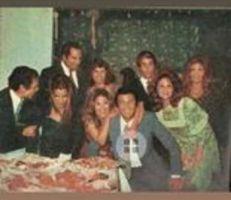 صور نادرة لـ عادل إمام مع زوجته تتصدر اهتمام المتابعين