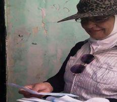 سهير هزاع سيدة ديرية تعمل في تحصيل فواتير المياه